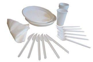 Zestaw plastikowych sztućców do grilla dla 6 osób - noże, widelce, kubki, talerzyki, serwetki (30 elementów)